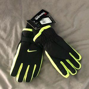 NWT Youth NIKE winter snow gloves Sz. 8/20